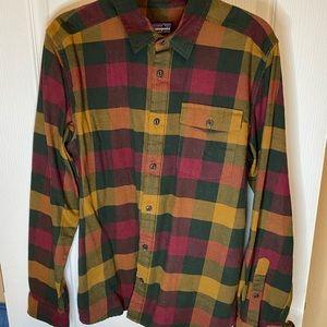 Patagonia long sleeve plaid button up shirt